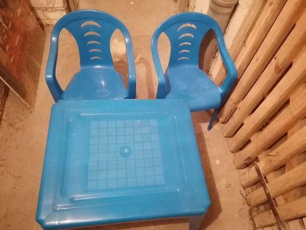 Oddam stolik plaskikowy dziecięcy +2 krzeselka