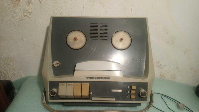 Lampowy magnetofon szpulowy Unitra ZRK Tonette