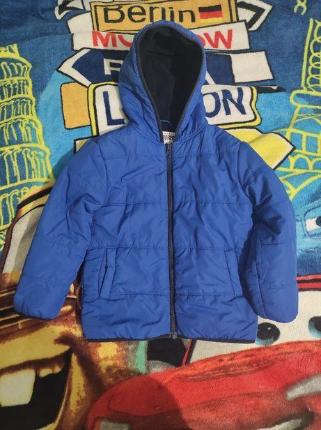 Демисезонную куртку Gymboree  на 5-6 лет