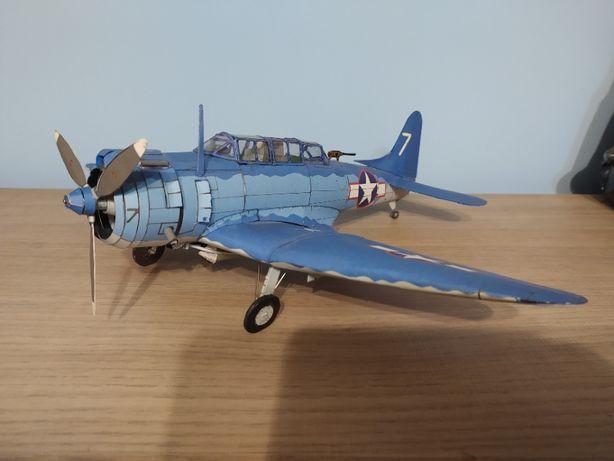 Model samolotu Douglas SBD Dauntless bombowiec nurkujący 1:33