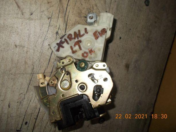 Zamek drzwi lt nissan x-trail