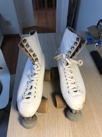 Patins de patinagem artistica