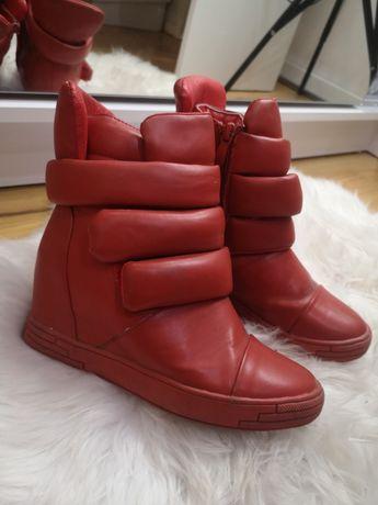 Czerwone sneakersy rozm. 37 botki suwak kryty koturn