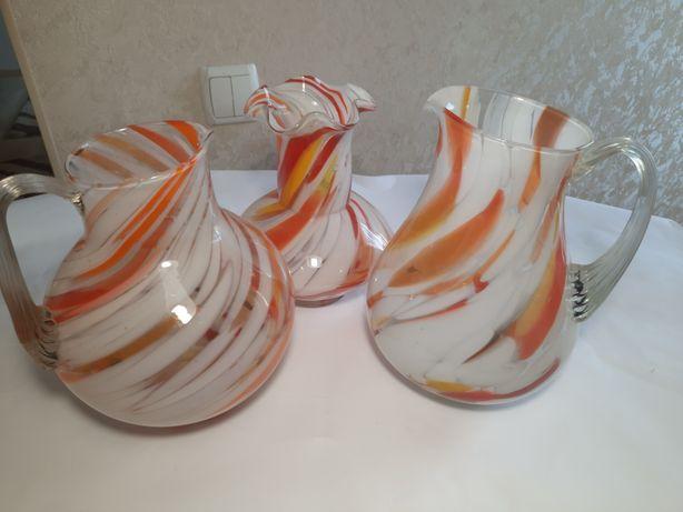 Советские кувшины из цветного стекла и ваза