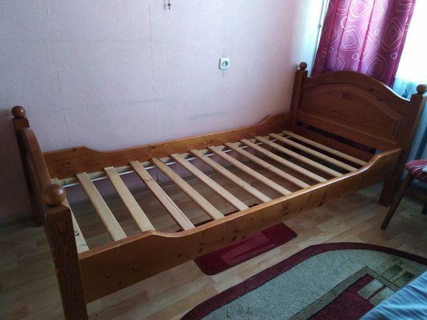 Łóżko ze stelażem drewnianym