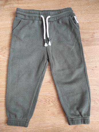 Spodnie dresowe khaki 86 Reserved