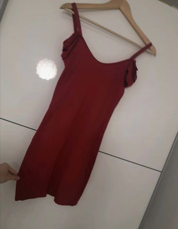 Czarwona dopasowana sukienka XS