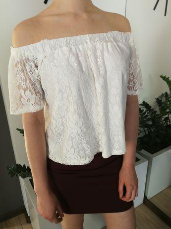 Biała bluzka w koronkę