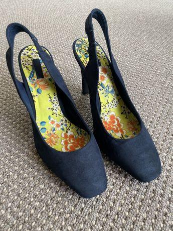 Granatowe sandały, buty na obcasie