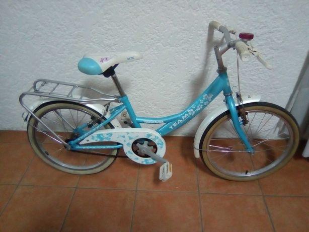Bicicleta de criança (menina)
