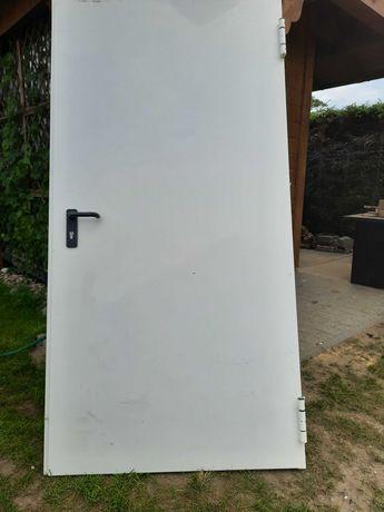Drzwi stalowe białe