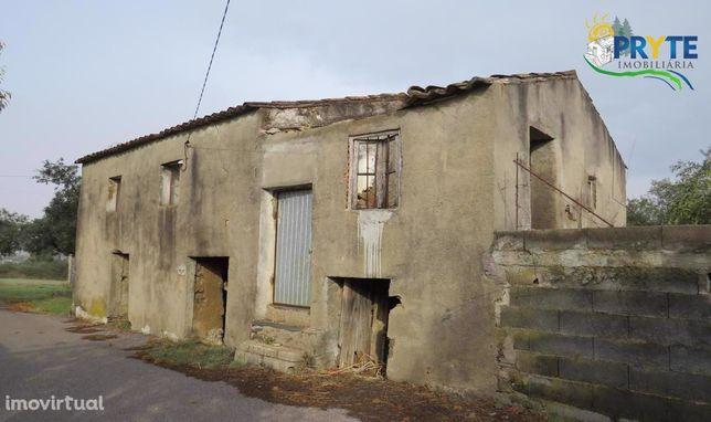 Ruínas para reconstruir situadas em Aldeia Metade - Carvalhal