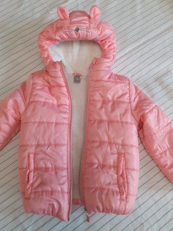 Куртка на девочку 4-5 лет.