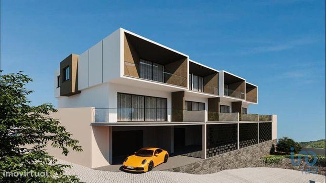 Moradia - 195 m² - T3