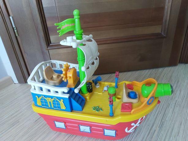 Grający statek clementoni