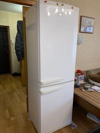 Холодильник б/у двухкамерный BEKO в отличном состоянии. 185х60х60 см