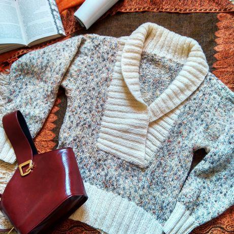 Шерстяной женский свитер.
