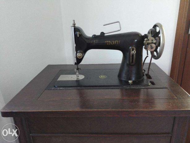 Máquina de costura eléctrica antiga marca Naumann