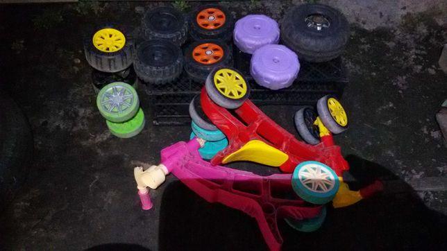 Колеса из прочного пластика-от детского электромобиля