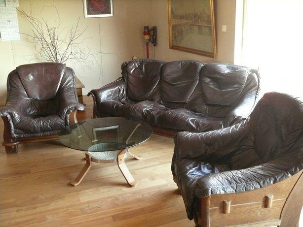 Wiekowy zestaw wypoczynkowy (sofa, fotele,stolik)
