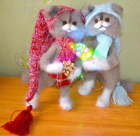 Игрушки-Кошки-Дед Мороз и Снегурочка со светящейся елочкой