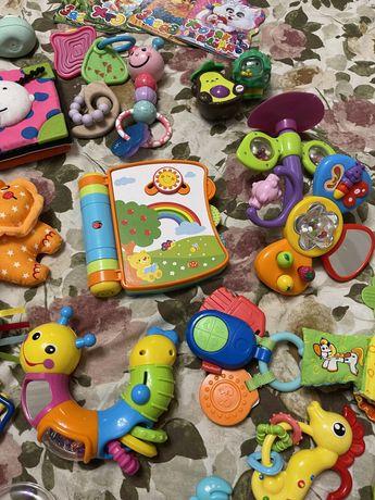 Музыкальная книжка погремушка tiny love taf toys mothercare battat