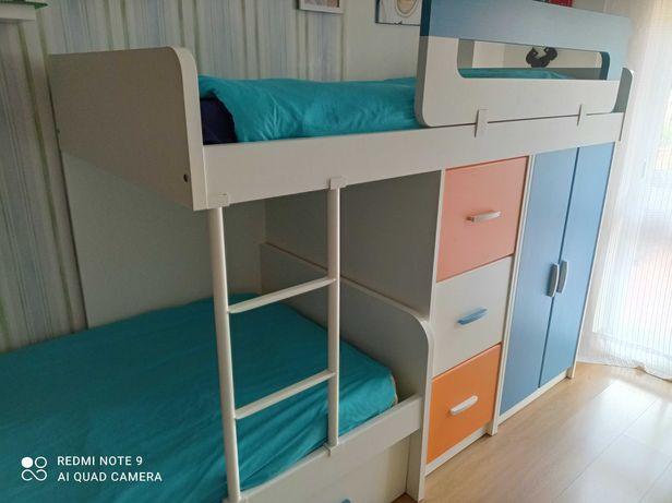 Beliche grande com camas sobrepostas