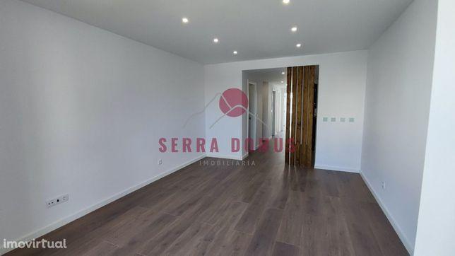 Apartamento T3 remodelado na Estrela (Lisboa)