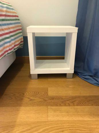 Mesa de Apoio/Cabeceira com 4 pés de apoio