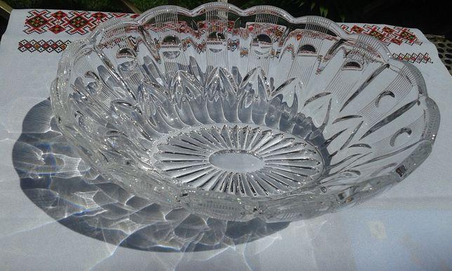 Продам красивую чешскую овальную хрустальную вазу