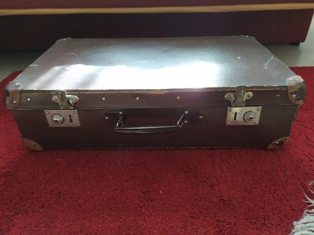 Stara walizka podróżna