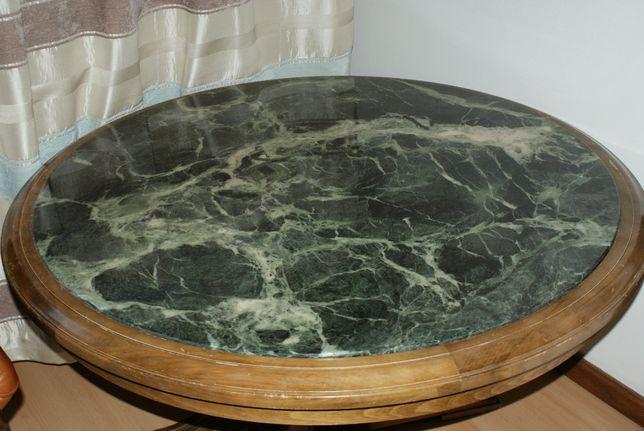 Stół drewniany z kamiennym blatem