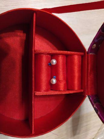 Kolczyki perły z niebieskimi cyrkoniami
