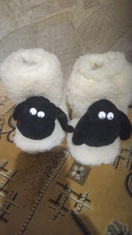 Тапки ,валенки,сапожки домашние на овчине,стелька-14 см,цена-100грн.