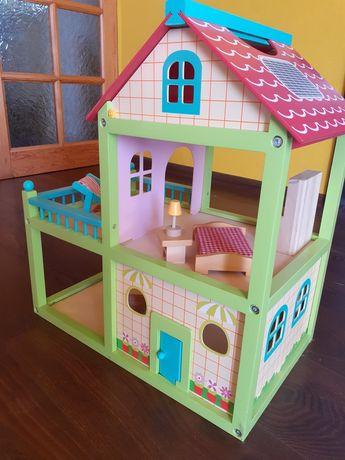 Drewniany domek z akcesoriami