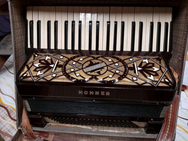 Akordeon HOHNER 4-chórowy, 120-basowy