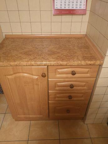 Regał kuchenny: cztery górne szafki oraz trzy dolne (+zlew i bateria)