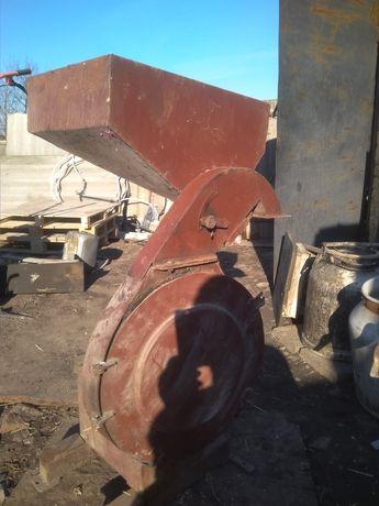 Зерно дробилка дмб