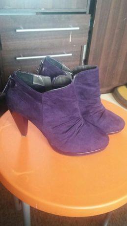 Sprzedam buty botki w fiolecie rozm 39