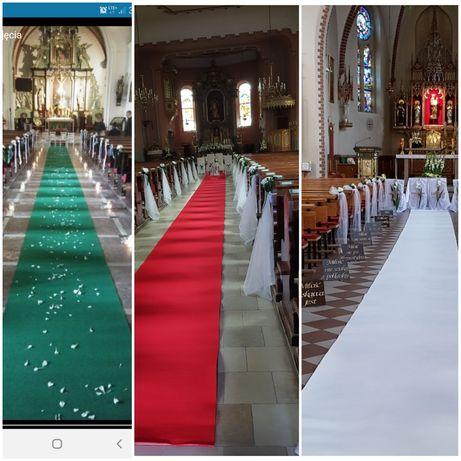 Czerwony, biały zielony dywan do ślubu chodnik dekoracja kościoła