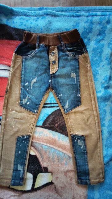 Продам стильные джинсы на мальчика 2-3 г.