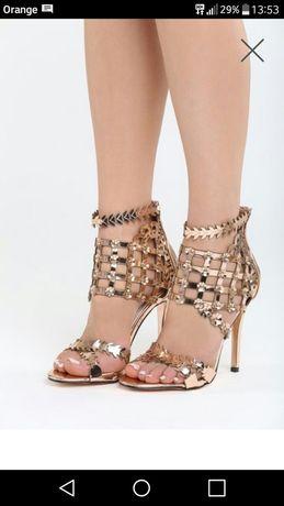 Złote sandały szpilka