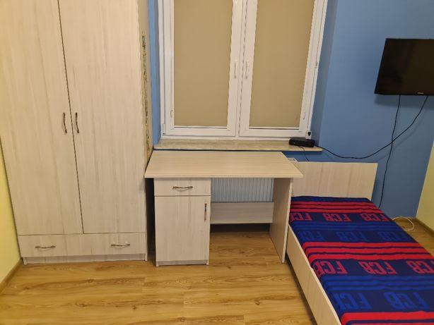 szafa, biurko, szafka narożna (witryuna), łóżko + materac