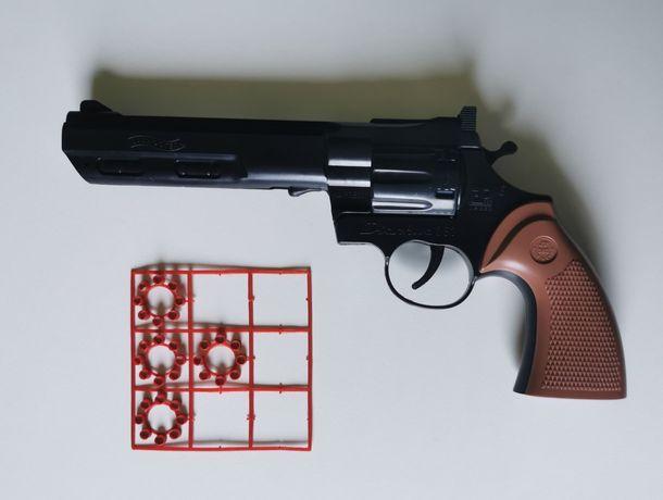 Sprzedam pistolet na kapiszony + 4 magazynki