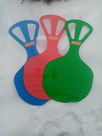 Ślizg zjazdowy, jabłuszko dla dzieci na śnieg