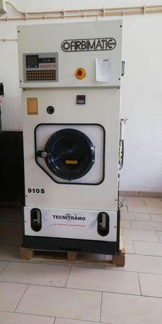 Máquina de limpeza a seco