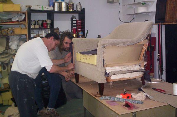 Перетяжка и ремонт мягкой мебели;диванов,кресел,стульев и т.д.