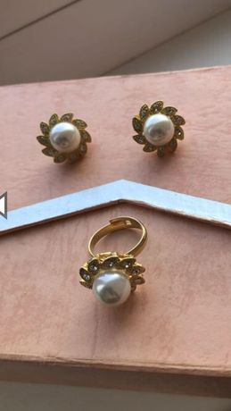 Нарядный набор бижутерии из серёжек и кольца