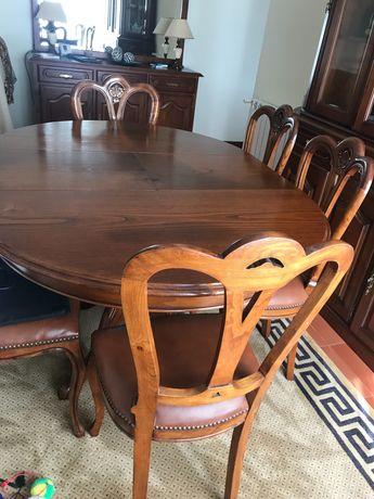 Mesa de sala de jantar e 6 cadeiras em madeira de castanho impecáveis!