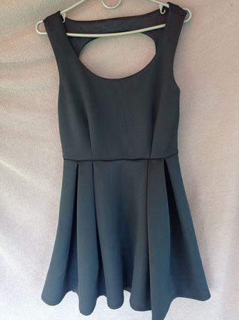 Плаття з гарною спинкою